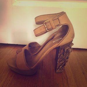 MIU MIU Tan sandals w carved wood heel sz 9